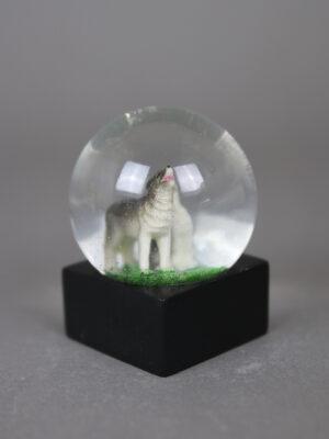 Wolfcenter, Onlineshop. Souvenirs, Schneekugeln, zwei Wölfe heulen